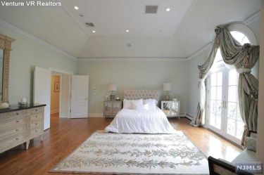 122 Fardale - master bedroom