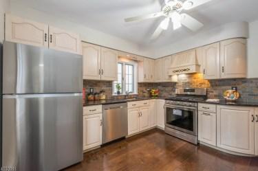 15 Edison - kitchen