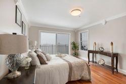 Mstr Bedroom - sliding doors